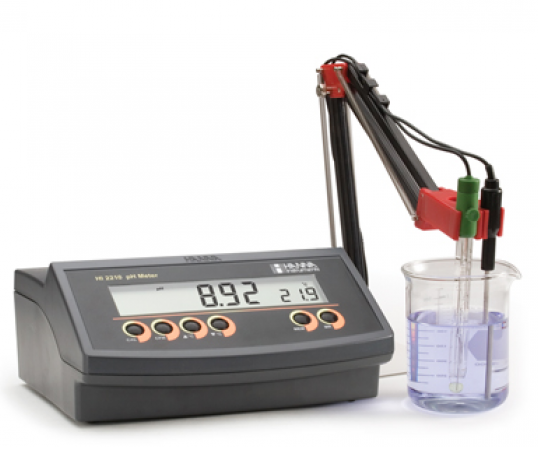 Máy đo pH để bàn Hanna